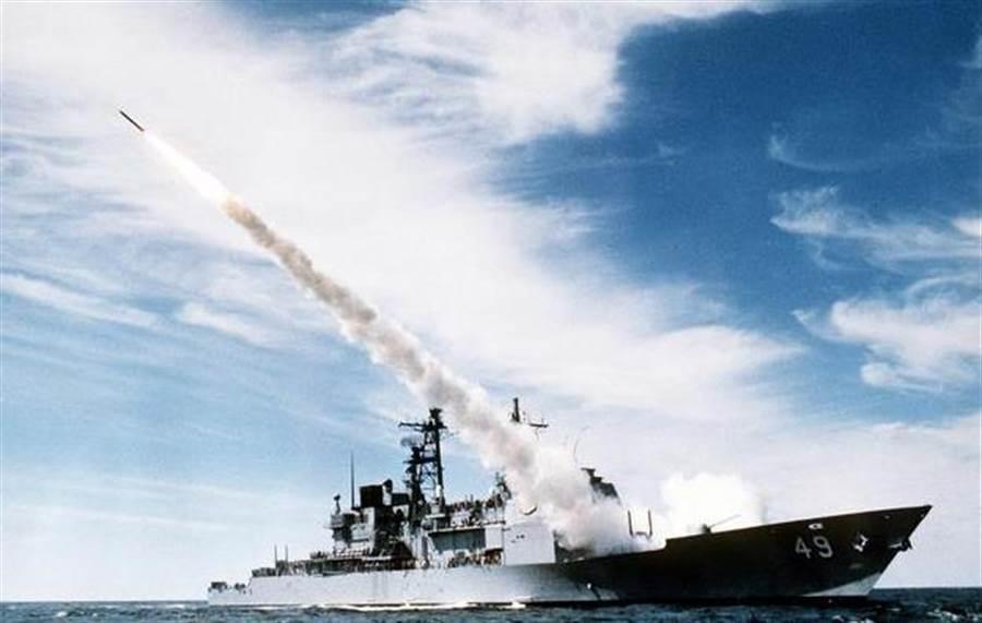 1988年7月3日,美國神盾巡洋艦文森尼斯號誤認民航機為戰機而擊落。(圖/美國海軍)