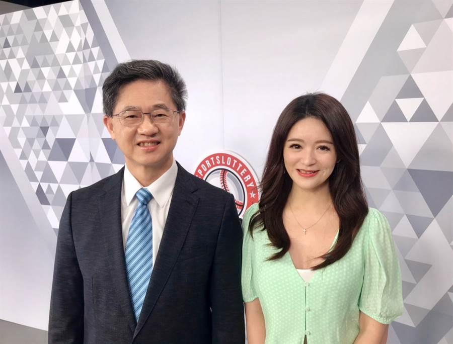 台灣運彩總經理林博泰(左)上時來運轉節目,與主持人尉遲佩玉(右)談運彩眉角。(陳威成攝)