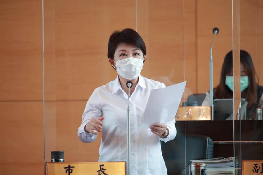 市長盧秀燕立馬發言表示抗議,認為段緯宇影射市府公務員操守有問題,非常的不應該。(陳世宗攝)