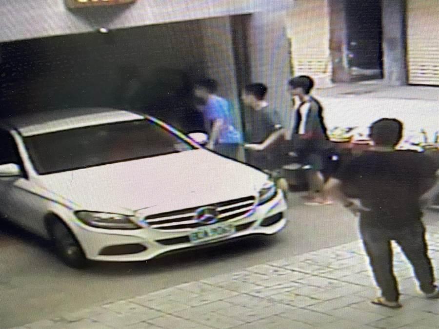目前南市警方已將許男及其友人郭男,依刑法150條妨害秩序罪嫌法辦。(翻攝照片/李宜杰台南傳真)