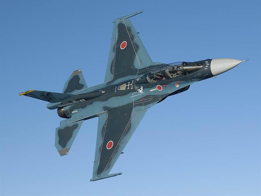 日本三菱F-2戰機,很像放大版的F-16,機翼與水平尾翼也與F-16不同。(圖/日本航空自衛隊)
