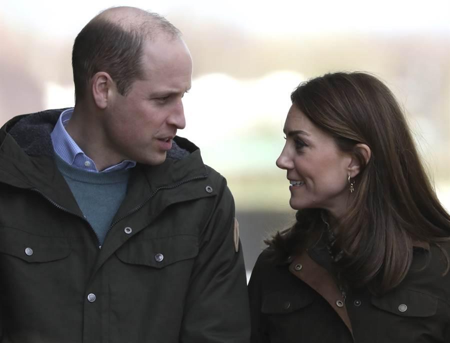 劍橋公爵夫婦凱特和威廉3月造訪愛爾蘭的資料照。(美聯社)
