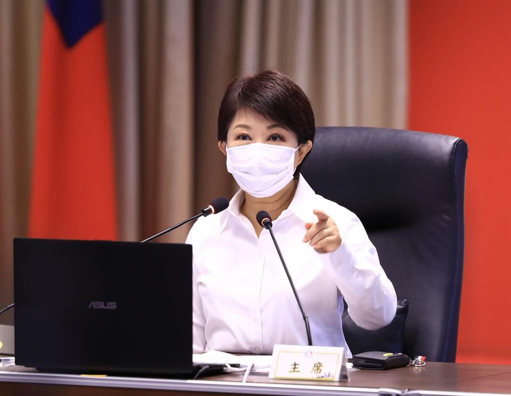 台中市長盧秀燕12日重申,全市社區照顧關懷據點今天階段性重新開放。(盧金足攝)