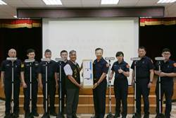 提升路檢執勤安全 義警協進會贈照明設備