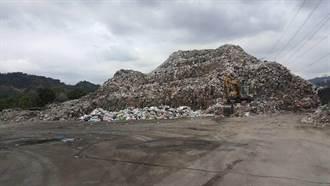 草屯鎮鳥嘴潭人工湖旁5萬多噸垃圾 預計2年半內花5億元清理