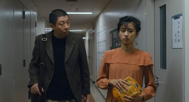 影集找來荒川良良(左)與黑島結菜主演。(Netflix提供)
