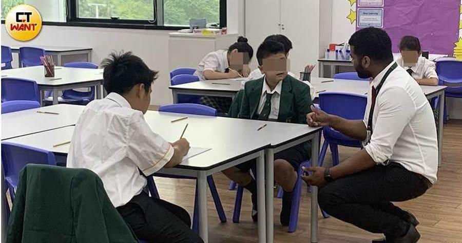 小星在馬來西亞英文的國際學校接受全英文教育,並邢男的要求下,錄製影片痛罵爸爸。(圖/讀者提供)