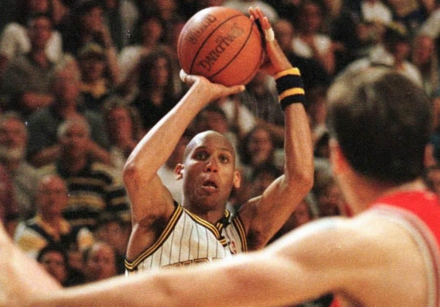 米勒在1998年東區決賽G4投進致勝三分球。(美聯社資料照)