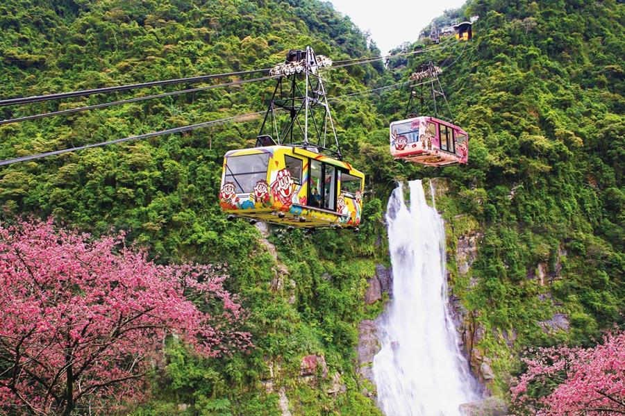 搭纜車到雲仙樂園賞螢,浪漫詩意又知性的休閒中又多了一種樂趣。圖/業者提供