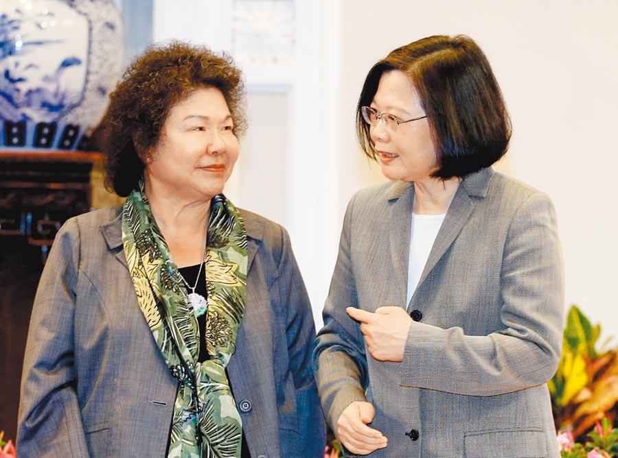 蔡英文總統(右)520將展開第二任期,總統府祕書長陳菊(左)傳出可能接任監察院長,蔡強調執政團隊堅守崗位、絲毫都不會鬆懈。(本報資料照片)