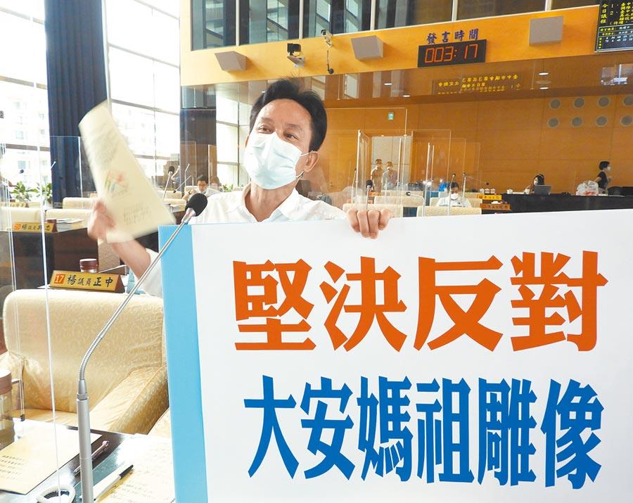 市議員張耀中說,台灣基督教長老教會台中分會等70多個分支反對,若市府通過預算,將發起和平抗爭並依法提告。(陳世宗攝)