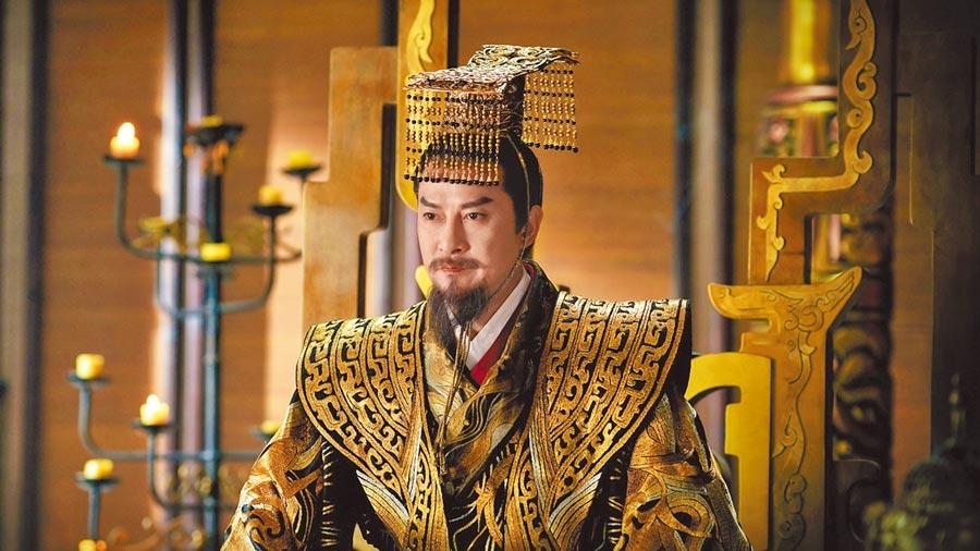 劉錫明在《白髮皇妃》飾演北臨皇帝宗政允赫。(中視提供)