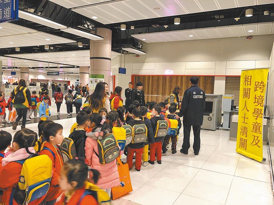 跨境學童問題,香港特首林鄭月娥指要待所有口岸相對正常運作才能處理。(中新社資料照片)