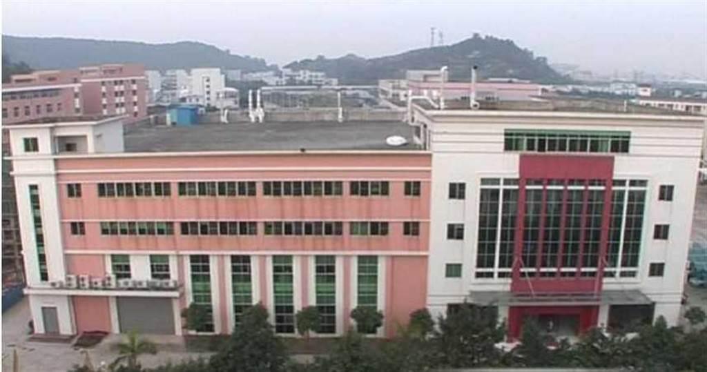 1999年宏福在大陸廣東省中山市成立企業總部,現已轉型為研發基地。(圖/翻攝自宏福鞋業集團臉書)