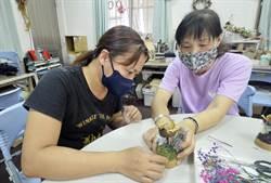 拼布老師改教花藝 她靠木玫瑰替社區創造30萬商機