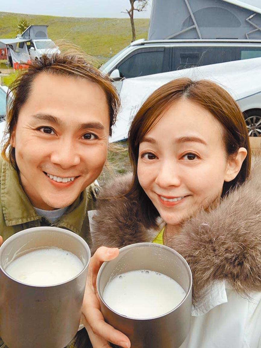 季芹(右)、王仁甫結婚14年,恩愛如昔。(摘自臉書)