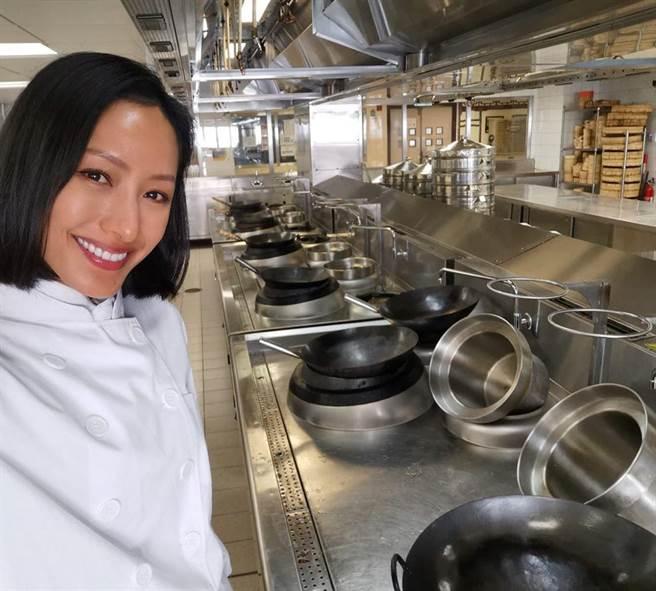 蔣怡自藍帶廚藝學院畢業後又到中華廚藝學院進修,但目前逢疫情停課中。(取自蔣怡ig)