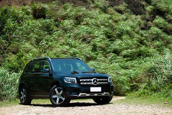Mercedes-Benz休旅車生力軍The all-new GLB擁有5/7人座靈活空間運用以及4種不同動力選擇,加上辨識度極高全新造型,有備而來。試駕車為柴油款GLB 200 d,售價216萬元。(陳大任攝)