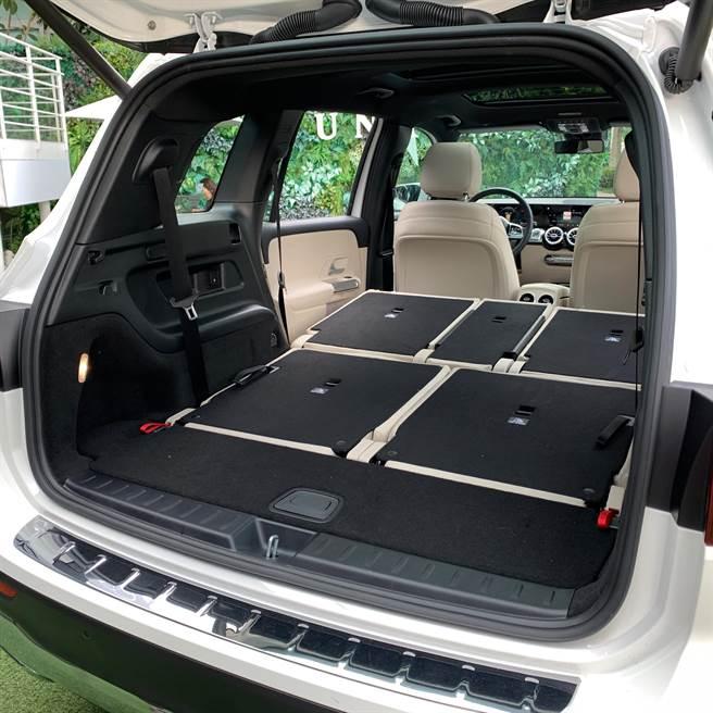 7人座車型行李廂空間為500L,若將第二、三排座椅打平,最高可達1680L。(陳大任攝)