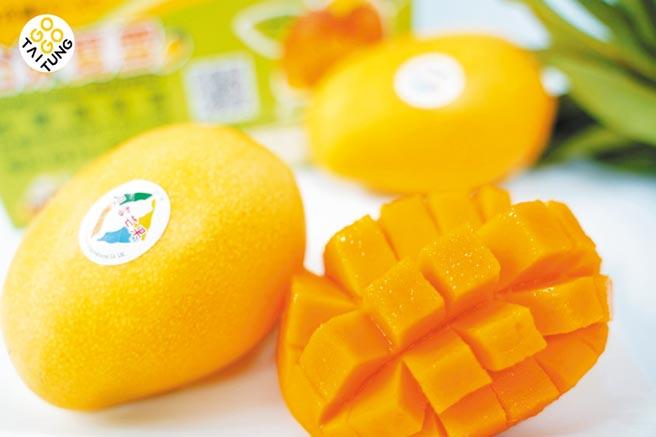 city'super台東好物展「夏雪芒果」,有金煌芒果的甜度,愛文芒果的細緻和土芒果的香氣,是外銷等級的頂級水果,100g,原價60元、特價50元。(city'super提供)