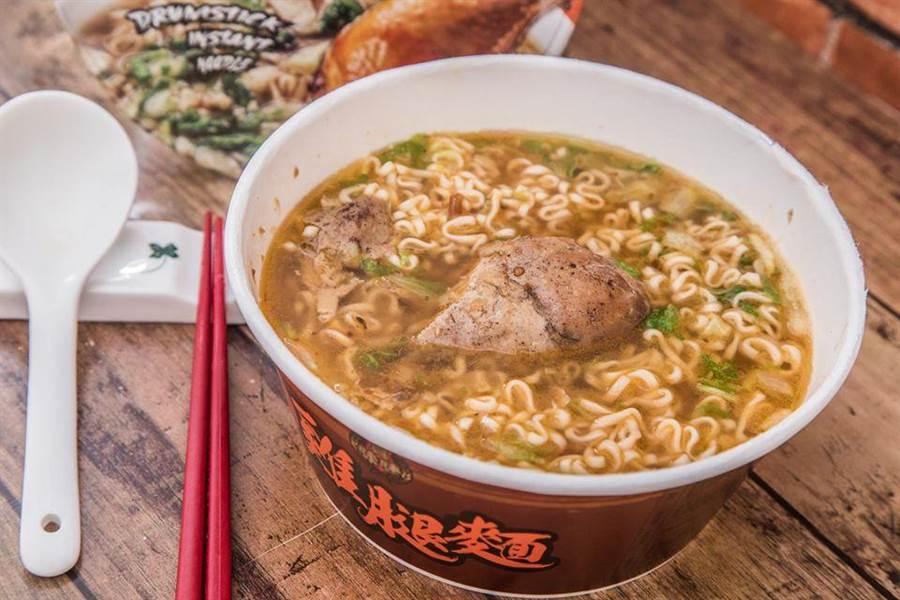 原PO表示「湯頭一般般,有點像清淡版的排骨雞麵,雞腿有入味肉質不錯,骨頭也是酥的可以直接吃。」(摘自臉書:Costco好市多 商品經驗老實說)