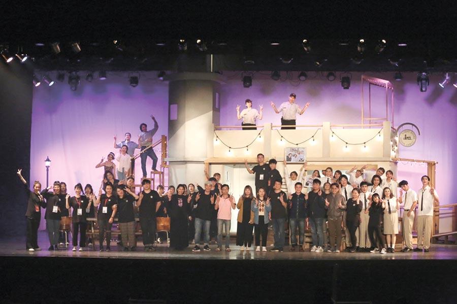 黎明表藝系戲劇組推出《同學會!同鞋~》。圖/黎明技術學院-表演藝術系提供