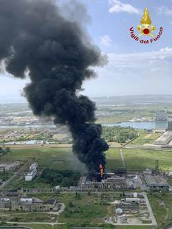 威尼斯附近化工廠爆炸起火 2重傷