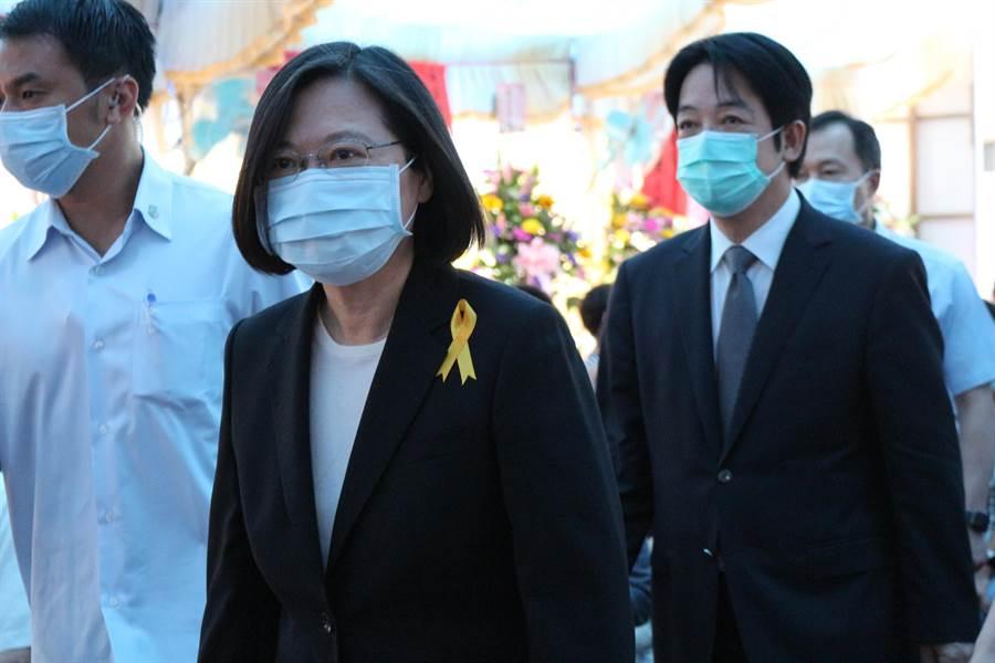 全台最年長執業醫師謝春梅病逝,15日舉辦告別式,蔡英文總統、副總統當選人賴清德出席致意。(巫靜婷攝)