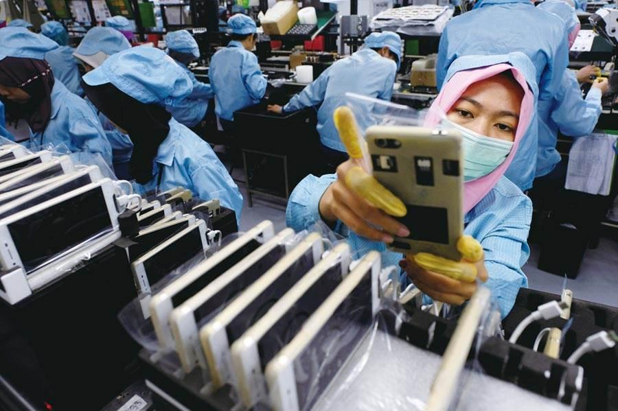 印度手機廠的復工難達標,恐影響大陸手機廠的市佔率。圖/路透