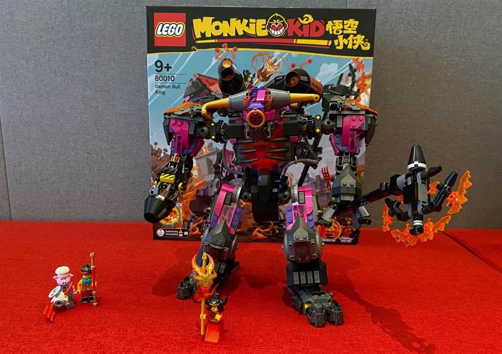 LEGO悟空小俠系列80010牛魔王烈火機甲,有巨大的牛魔王烈火機甲,以及多個人偶!(黃慧雯攝)