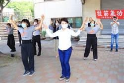 台中市校園假日開放  市長盧秀燕與民眾一起練氣功