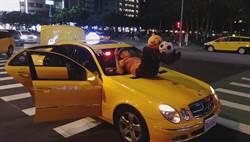 超狂賓士小黃運將車頂雜耍球打賞  警方要告發開罰