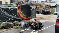 機車自撞燈桿燒毀 23歲騎士遭混凝土車輾斃