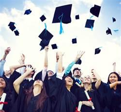 學校曝光陰間畢業照 學生崩潰:被惡搞