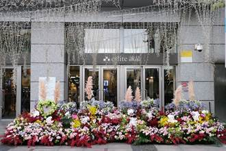 玫瑰、百子蓮、桔梗大朵開!周末台北、台中街頭賞裝置藝術