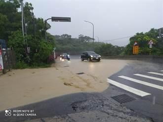 畫面曝光!黃蜂發威雷雨狂灌 瑞芳公路遭「泥水淹路面」