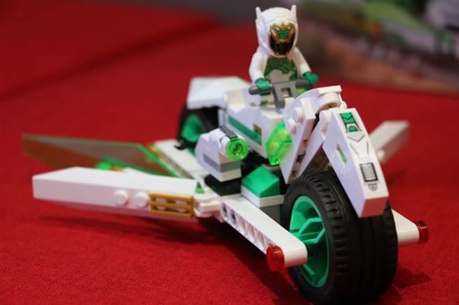 白龍馬戰車是龍小嬌的戰車。(黃慧雯攝)
