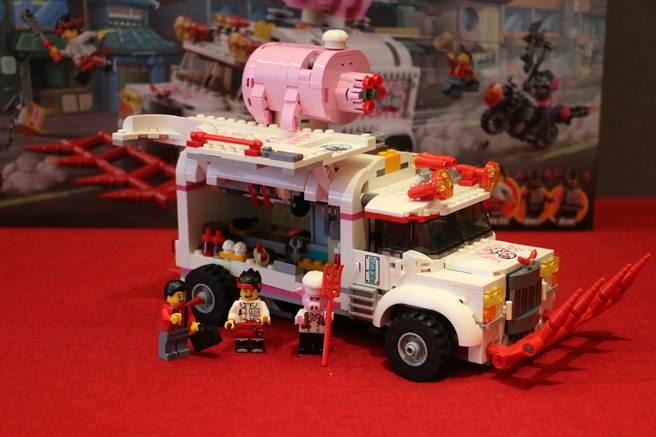 LEGO悟空小俠系列80009朱大廚移動釘耙車沒有變身前,就像普通餐車。(黃慧雯攝)