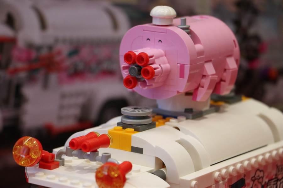 LEGO悟空小俠系列80009釘耙車頂部有豬型高速射擊器,可以高速開火,把牛雜兵打下來!(黃慧雯攝)
