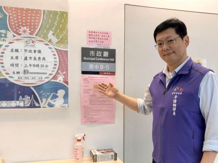 李振輝老師與台中市府合作,將於市政會議進行手語翻譯。(台中市政府提供/陳世宗台中傳真)