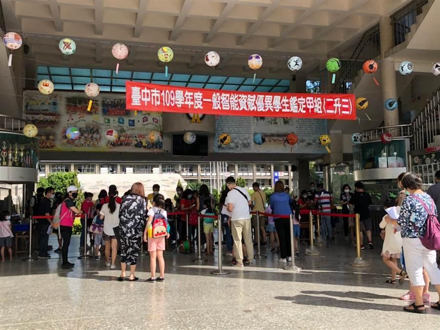 台中市教育局舉辦國民小學一般智能資賦優異學生鑑定,初選階段吸引3828名學童報考。(台中市教育局提供/王文吉台中傳真)