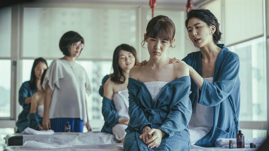 孫可芳、陳璇在劇中一是對好閨密。(華視提供)