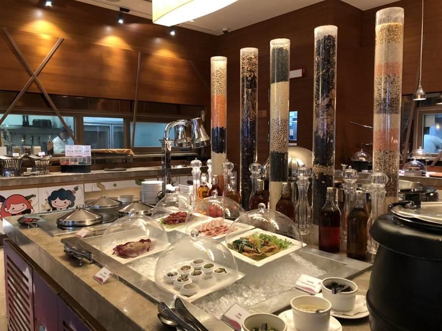 義大皇家酒店-星亞自助餐提供醫護人員或媽媽5月住宿期間可享一次用餐免費。(義大世界提供/林雅惠高雄傳真)