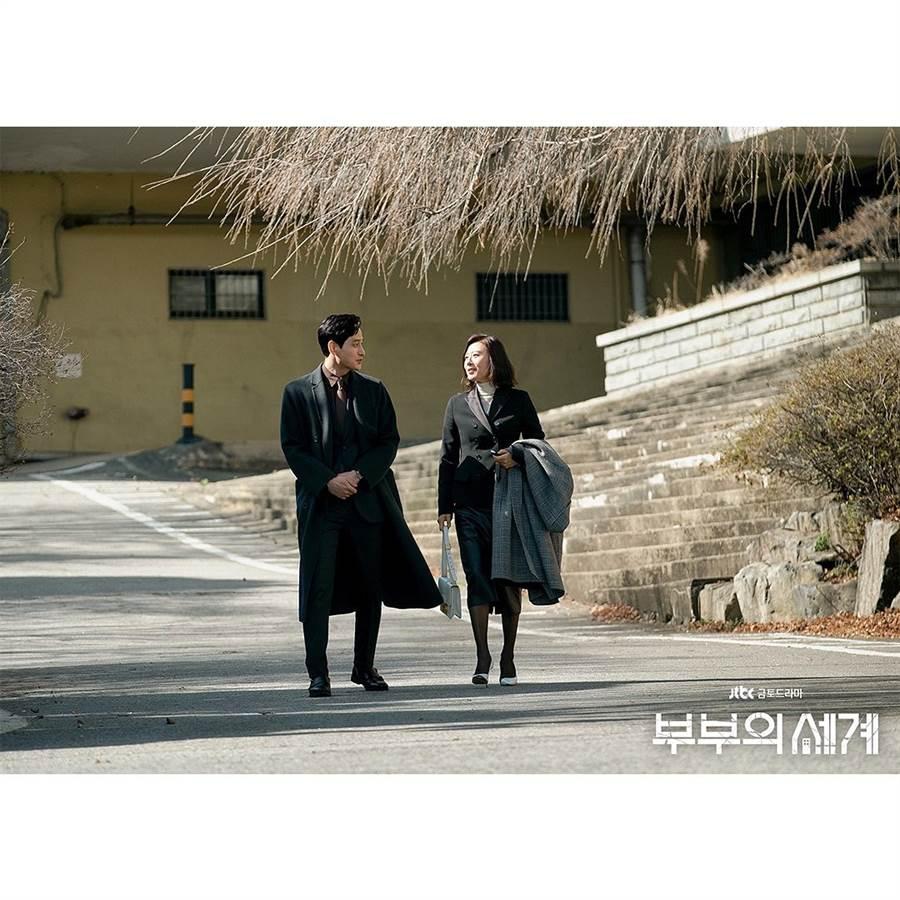 《夫妻的世界》最後幕後照。(取自JTBC DRAMA ig)