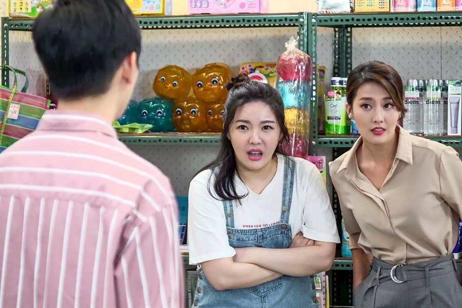 《有家雜貨店》娃娃(中)、顏曉筠(右)逗趣演出。(東風衛視提供)
