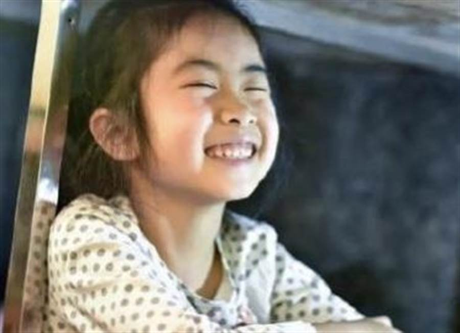 柯恩亞本人則和一般兒童無異,平常閒暇之餘也會在市集和其他小朋友一同玩耍。(摘自推特CGTN)