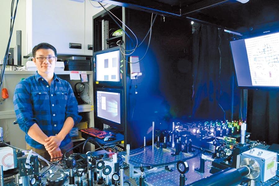中研院應用科學研究中心陳壁彰副研究員團隊研發出「透化層光定位顯微鏡」,能看見大腦記憶的超解析。(中研院提供/李侑珊台北傳真)