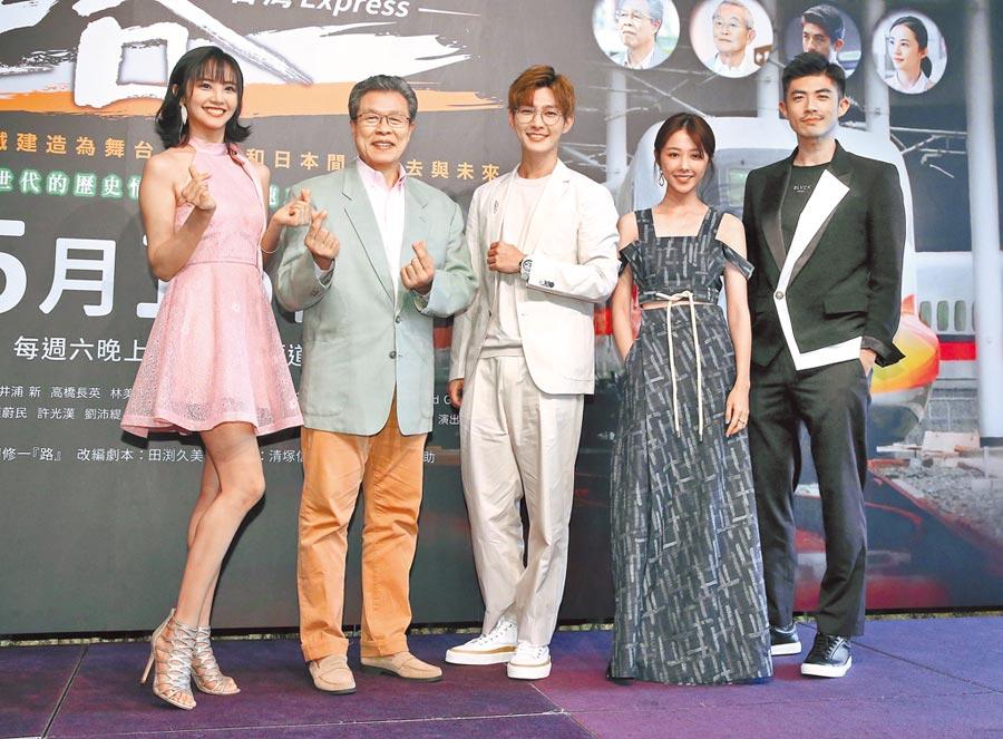 梁正群(右起)、邵雨薇、炎亞綸、楊烈、安娜李昨出席新劇記者會。(粘耿豪攝)