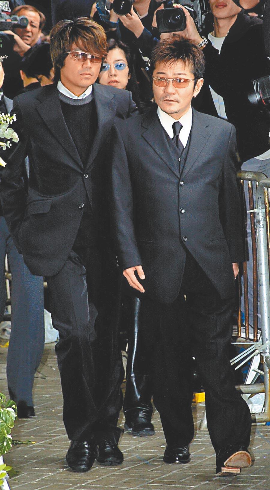 近藤真彥(左)赴港參加梅艷芳喪禮,神情憔悴。(中時資料照片)