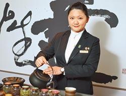 天香樓培訓侍茶師 張琍婷領客好菜配好茶